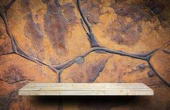 橙色岩石分层堆积纹理背景的墙壁 免版税库存照片