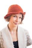 橙色帽子的少妇 免版税库存图片