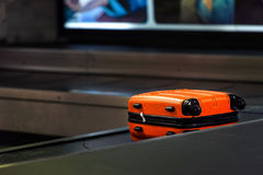 橙色手提箱 免版税图库摄影