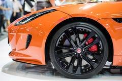 橙色捷豹汽车汽车侧视图在泰国国际马达商展的2015年 免版税库存图片
