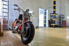 橙色摩托车服务中心 免版税图库摄影