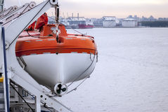 橙色救生艇 库存图片