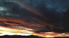 橙色日落山 库存图片