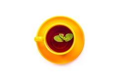 橙色杯子用薄菏和柠檬 免版税库存图片