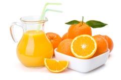 橙色果子和水罐汁液 免版税库存图片