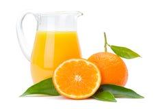橙色果子和水罐汁液 免版税图库摄影