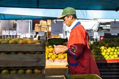 橙色果子在街市上 免版税图库摄影