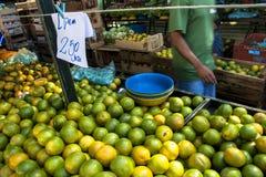 橙色果子在街市上 图库摄影