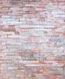 橙色桃红色岩石分层堆积墙壁纹理背景 免版税库存照片