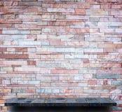橙色桃红色岩石架子分层堆积纹理背景的墙壁 库存照片