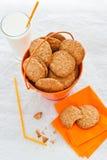 橙色桶自创麦甜饼 库存图片
