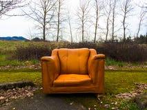 橙色椅子城市衰退 库存图片