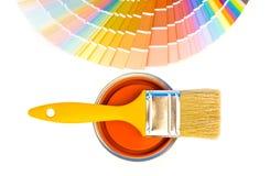橙色油漆和样片。 免版税库存图片