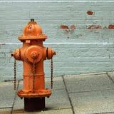 橙色消防龙头 免版税库存照片