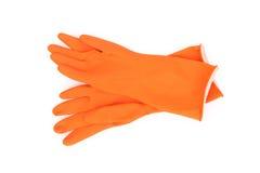 橙色清洗的颜色橡胶手套在白色背景, wo 库存图片