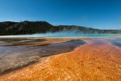 橙色湖在黄石 免版税库存图片