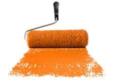 橙色漆滚筒 库存图片
