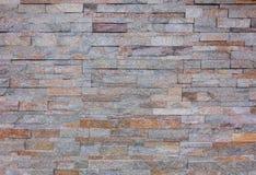 橙色灰色岩石分层堆积墙壁纹理背景 免版税库存图片