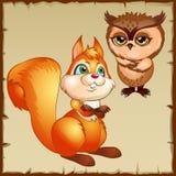 橙色灰鼠和棕色猫头鹰,漫画人物 免版税图库摄影