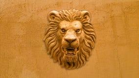 橙色狮子头雕象 库存图片