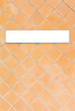橙色瓦片墙壁 库存照片