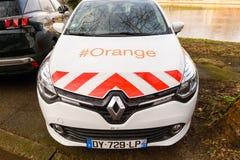 橙色电信服务汽车雷诺 库存图片