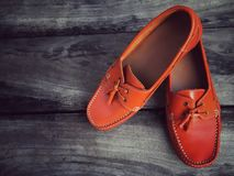 橙色皮鞋 库存图片
