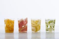 橙色石灰柠檬和葡萄柚饮料 免版税库存照片