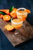 橙色红萝卜鸡尾酒 免版税图库摄影