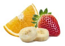 橙色草莓香蕉片在白色backgrou隔绝的小组 免版税库存照片