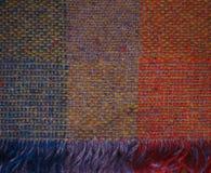 橙色蓝色黄色紫色被编织的爱尔兰毯子 库存图片
