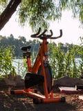 橙色转动的锻炼脚踏车 免版税库存图片