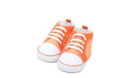 橙色运动鞋 免版税库存图片