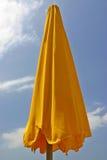 橙色遮阳伞 免版税库存照片