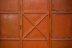 橙色金属门 库存照片