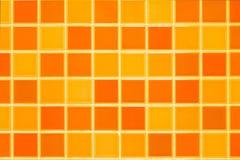 橙色陶瓷砖墙壁 免版税库存照片