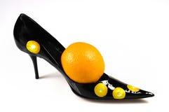 橙色鞋子妇女 库存照片