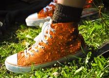 橙色鞋子 库存照片