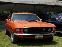 橙色颜色1967年Ford Mustang Fastback v351,利马 库存照片