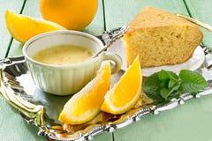 橙色饼和精美橙色点心 免版税图库摄影