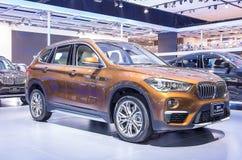 橙色BMW系列X1 sDrive 18d 免版税库存图片