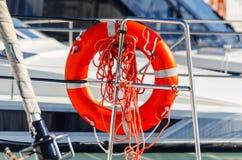 橙色lifebuoy在小船,人生一个根本的工具一边 免版税库存照片