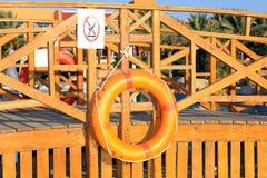 橙色lifebuoy递 免版税库存照片