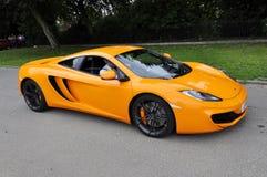 橙色McLaren MP4-12C 图库摄影