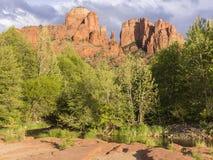 橡木小河和大教堂岩石小山 库存照片