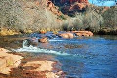 橡木小河胡说的水在Sedona,亚利桑那附近的 免版税库存照片