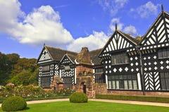 橡木被构筑的伊丽莎白女王的豪宅 免版税库存图片