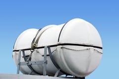 橡皮救生艇和天空 库存图片