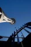 橡皮筋城市跳接器天空 免版税库存图片