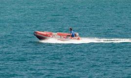 橡皮艇在海洋 免版税库存图片